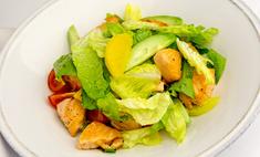 Теплый салат с лососем и мякотью апельсина