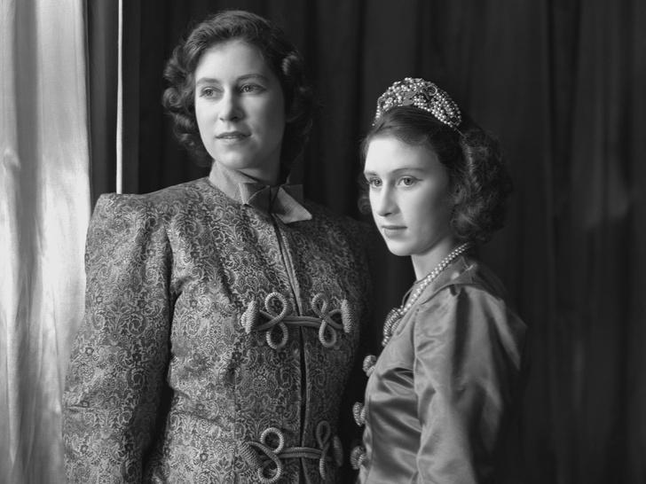 Фото №7 - Сестры и лучшие подруги: 20 самых трогательных и теплых фото Королевы и принцессы Маргарет