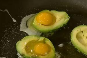 Фото №29 - 7 необычных и простых рецептов яичницы к завтраку