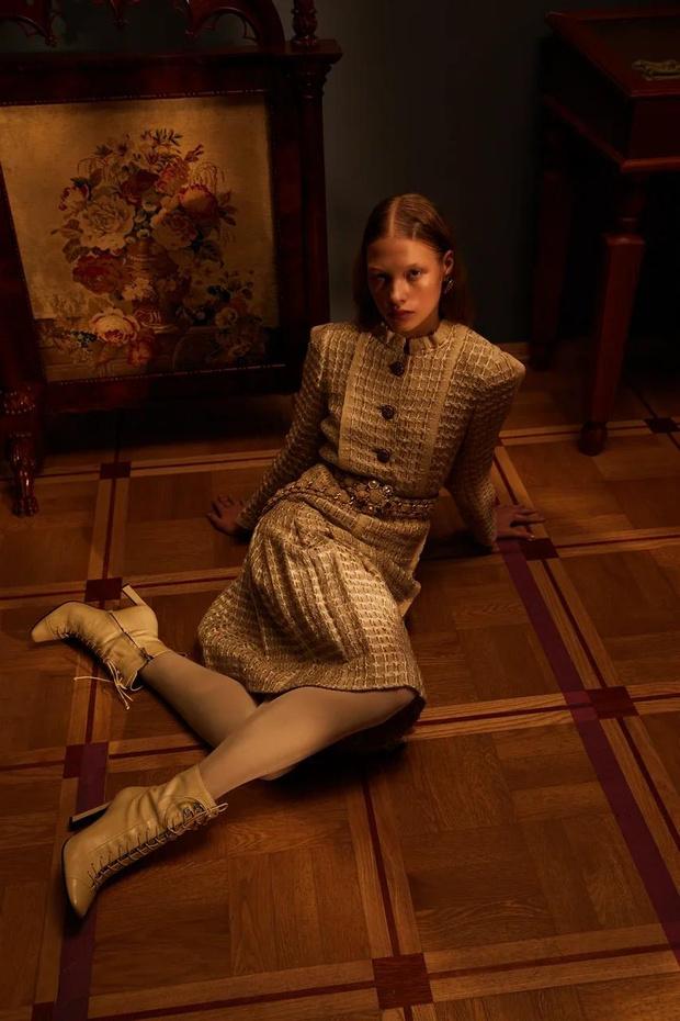 Фото №5 - Клипсы Шанель и блузы Сен-Лорана: первая большая съемка ELLE винтажной одежды