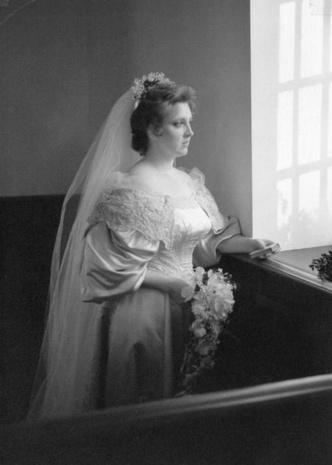 Фото №12 - Кружева истории: самые старые свадебные платья в мире