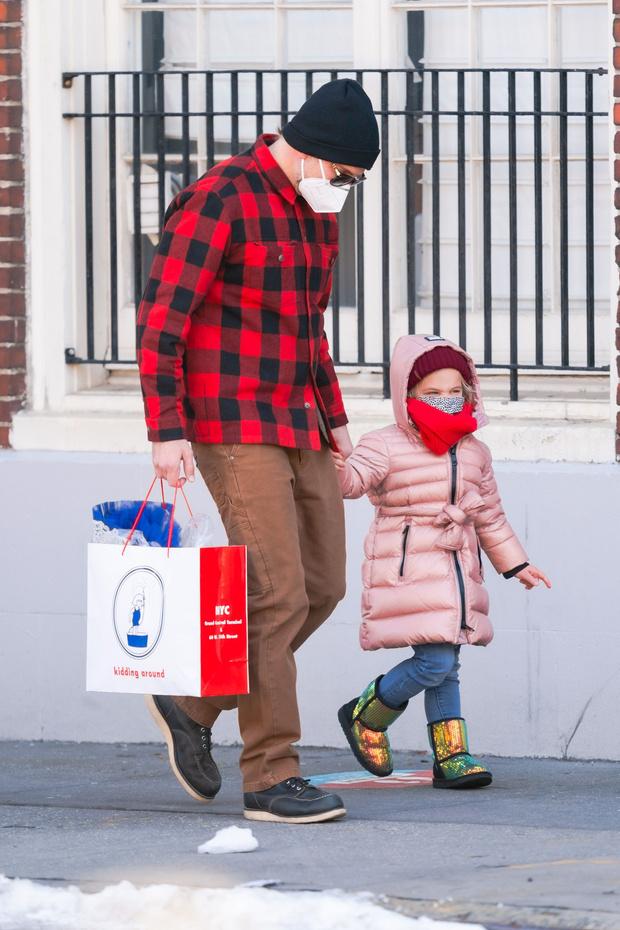 Фото №2 - Начните день с улыбки: самые милые снимки Брэдли Купера с дочерью Леей