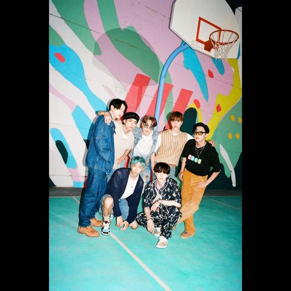 Фото №1 - Не перестают удивлять: клип BTS «Dynamite» набрал 650 млн просмотров