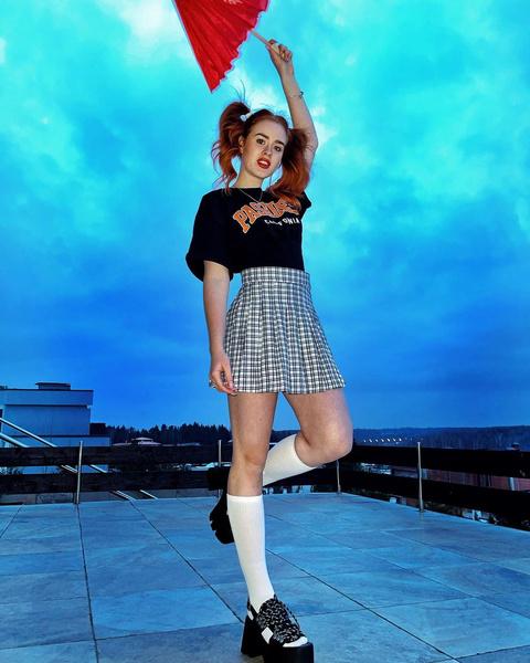 Фото №1 - Как носить модную теннисную юбку: показывает Настя Рыжик из Dream Team
