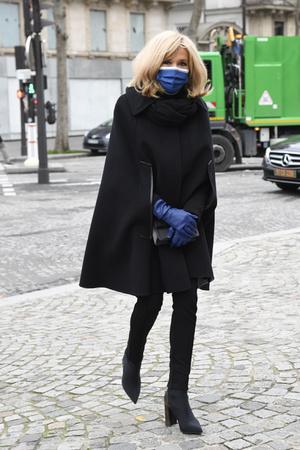 Фото №4 - Никаких мини-юбок: почему Брижит Макрон кардинально изменила свой стиль