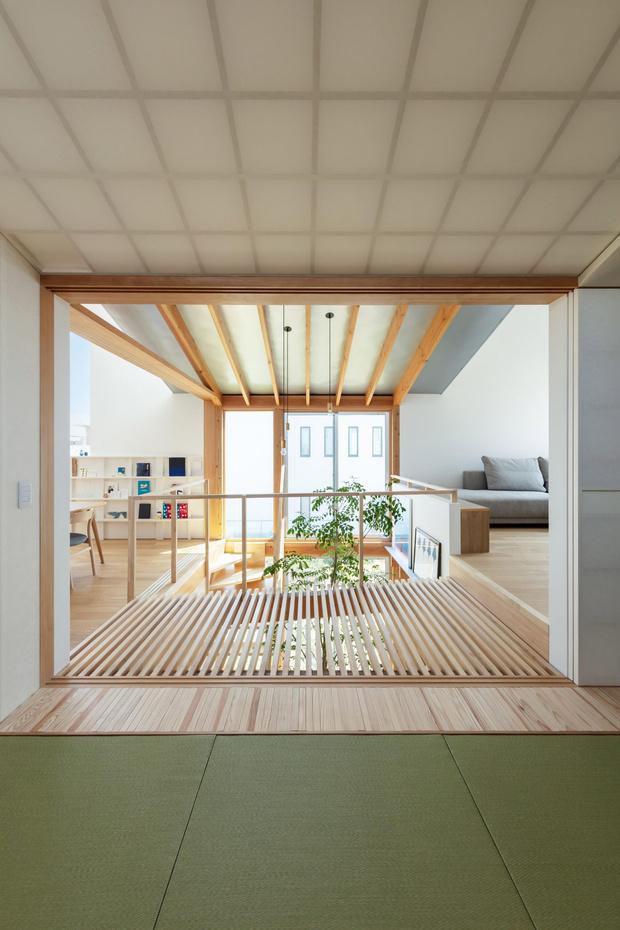 Фото №5 - Современный дом с атриумом в Японии
