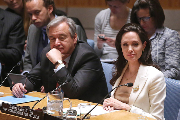Фото №6 - 10 доказательств, что семья Джоли и Питта далека от идеала