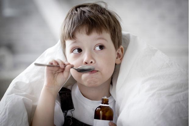 Фото №2 - Чем лечить кашель у ребенка: «народными» средствами или аптечными препаратами?