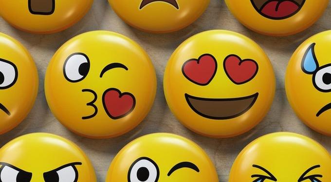 «Я встретила любовь, когда шла покупать швабру»: 14 историй о любви