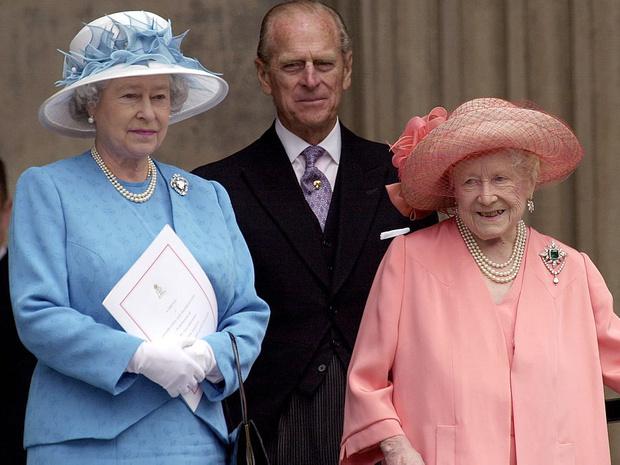 Фото №3 - Скандалы Короны: как и почему принц Филипп пытался «изгнать» королеву-мать из дворца