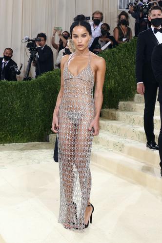 Фото №8 - В стиле сексуальной Одри Хепберн: самые провокационные «голые» платья на Met Gala