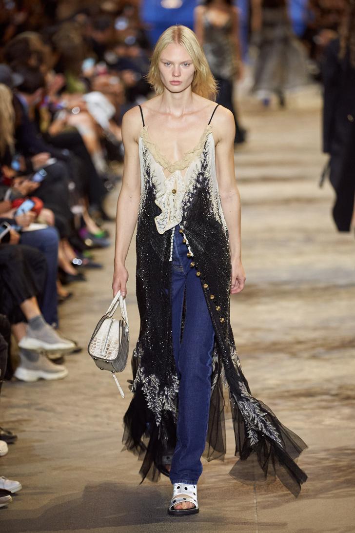 Фото №3 - Что, как и с чем носить весной 2022: свежие идеи с Недель моды