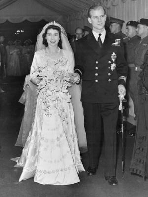 Фото №5 - От свадебных платьев до роскошных мехов: какие образы Виндзоров повторили в сериале «Корона»