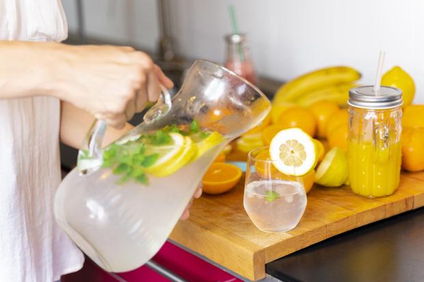 Фото №2 - Прохладный и цитрусовый: готовим полезный лимонад дома