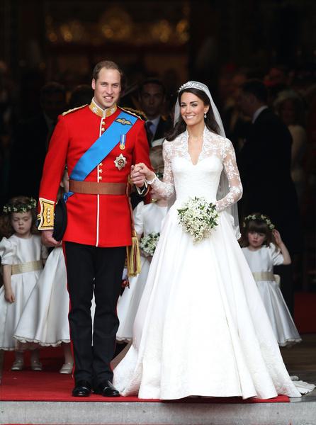 Фото №1 - Принцессы на день: Кардашьян, Хилтон и другие невесты в платьях а-ля Миддлтон
