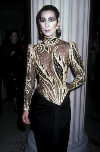 Фото №15 - Королева «голых» платьев: самые эпатажные наряды Шер, которые вошли в историю