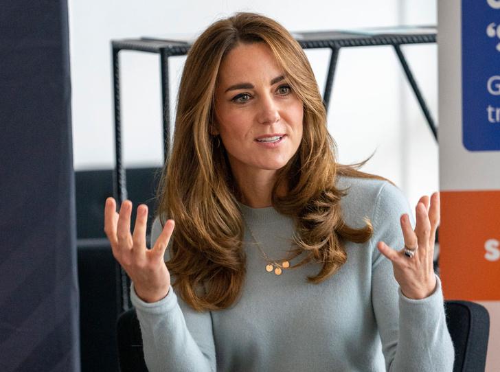 Фото №8 - Неожиданная причина, почему мы так часто видим Кейт в голубых и синих нарядах