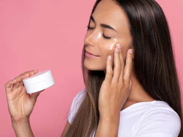 Фото №3 - Как выбрать крем для кожи вокруг глаз: 6 главных правил