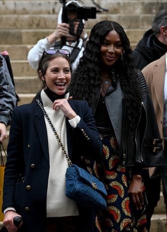 Фото №2 - Легенды подиума и королевы стритстайла: Кристи Тарлингтон и Наоми Кэмпбелл после показа Fendi Couture