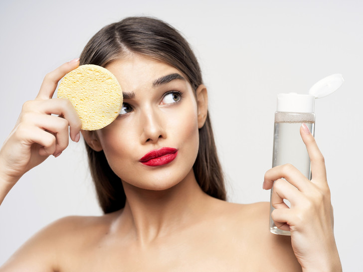 Фото №2 - Как сделать макияж, если кожа шелушится: секреты визажистов
