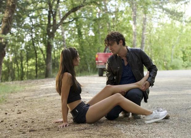 Фото №1 - 10 ситуаций, которые выглядят романтично в фильмах, но в жизни— пугающе