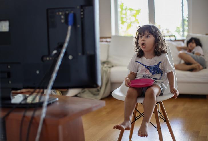 Фото №1 - Разрешать ли ребенку смотреть аниме: чем привлекают японские мультфильмы