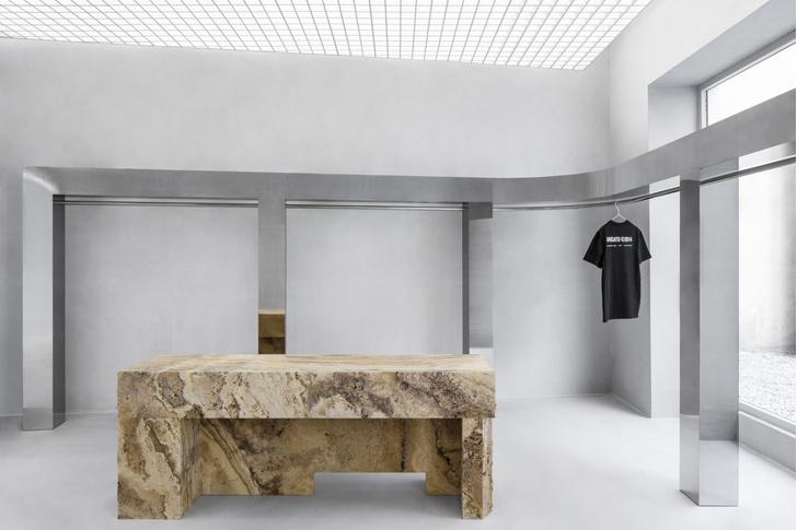 Фото №6 - Травертин и бетон: шоурум Axel Arigato в Париже