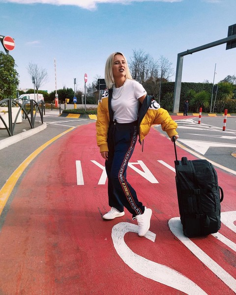 Фото №5 - 5 способов носить спортивные штаны как Клава Кока