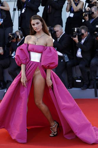 Фото №27 - Модные мученицы: самые неудобные платья звезд