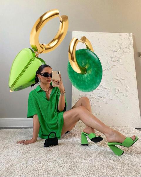 Фото №1 - Зеленые украшения— хит 2021-го года. Смотри, что можно найти в VIVA LA VIKA 😍
