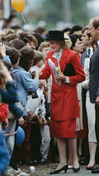 Фото №3 - Любимый предмет гардероба: как принцесса Диана носила жакеты и блейзеры— 30 вдохновляющих примеров