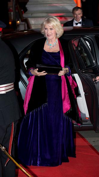 Фото №11 - Как королевские особы носят украшения с бирюзой: самые эффектные выходы