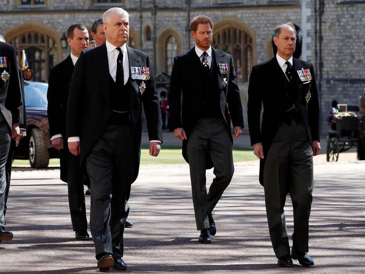 Фото №6 - Меган запретили появляться во дворце, а Уильям довел Кейт до слез: 5 новых (и очень странных) слухов о Виндзорах