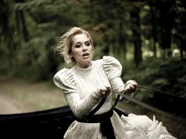 Лара Фабиан в клипе «Мадемуазель Живаго»