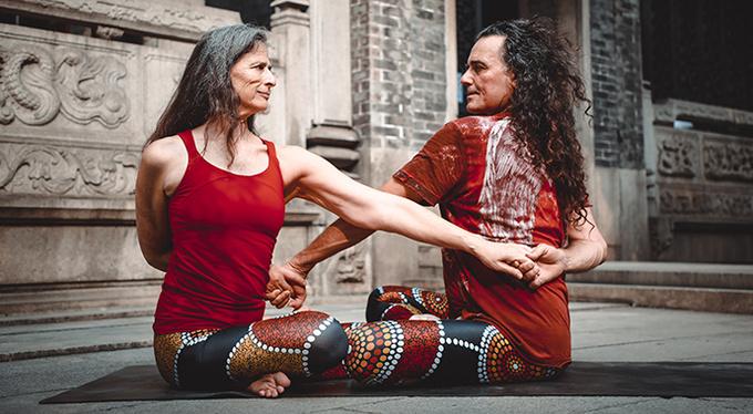 Форрест-йога: мастер-класс от Аны Форрест и Хосе Каларко