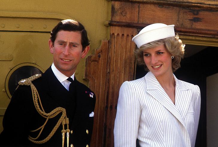 Фото №1 - Совсем не бриллианты: что принц Чарльз подарил Диане на помолвку