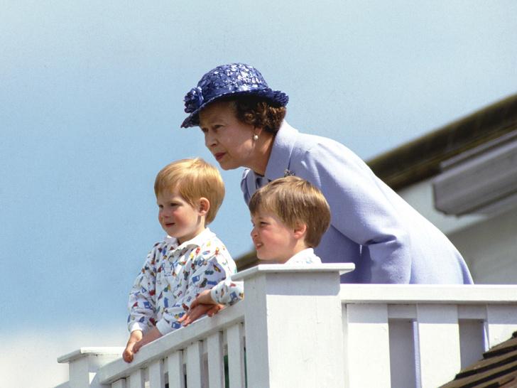 Фото №2 - Особое отношение: почему Королева всегда позволяла Гарри больше, чем Уильяму