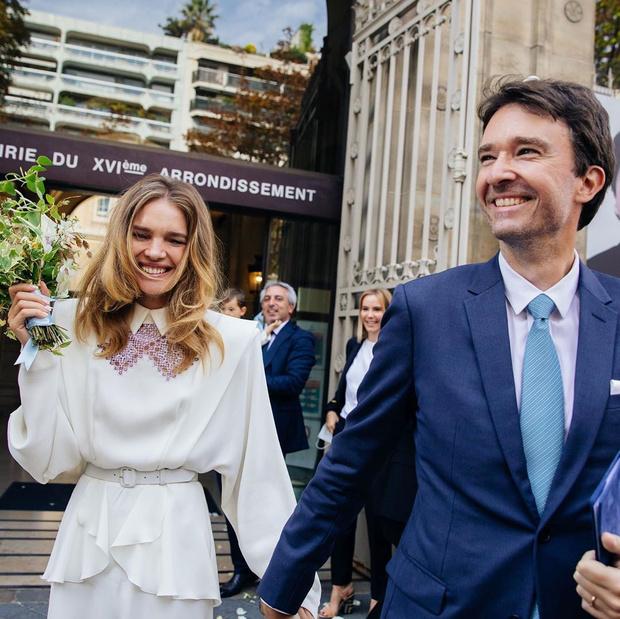Фото №1 - Наталья Водянова вышла замуж в платье в русском стиле