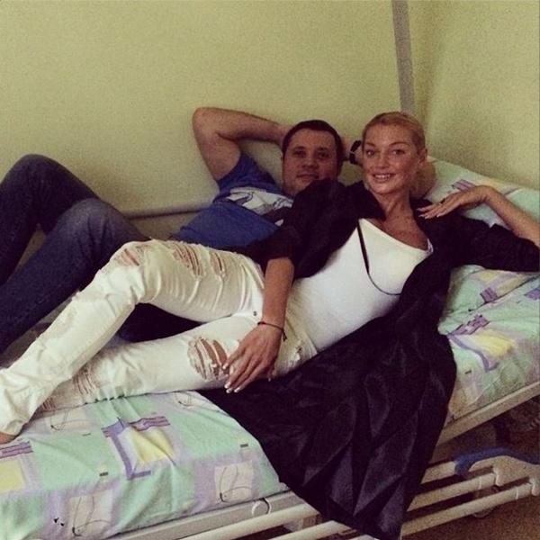 Фото №1 - Волочкова рассказала о приступе любовника во время секса