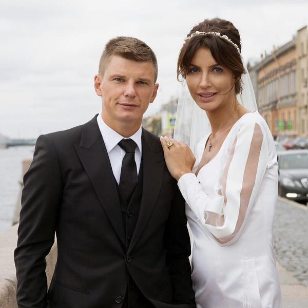 Фото №1 - СМИ: Аршавин развелся, оставив жену с маленьким ребенком
