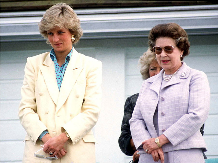 Фото №1 - Особые отношения: как Диана обращалась к Королеве (и почему Меган и Кейт не могут так делать)