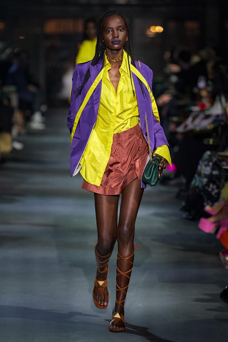 Фото №6 - Что, как и с чем носить весной 2022: свежие идеи с Недель моды