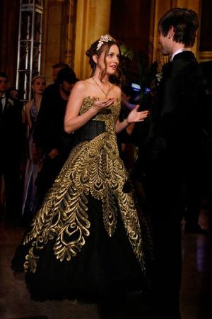 Фото №8 - 10 лучших платьев Блэр Уолдорф из сериала «Сплетница»