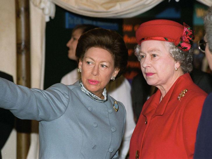 Фото №19 - Сестры и лучшие подруги: 20 самых трогательных и теплых фото Королевы и принцессы Маргарет