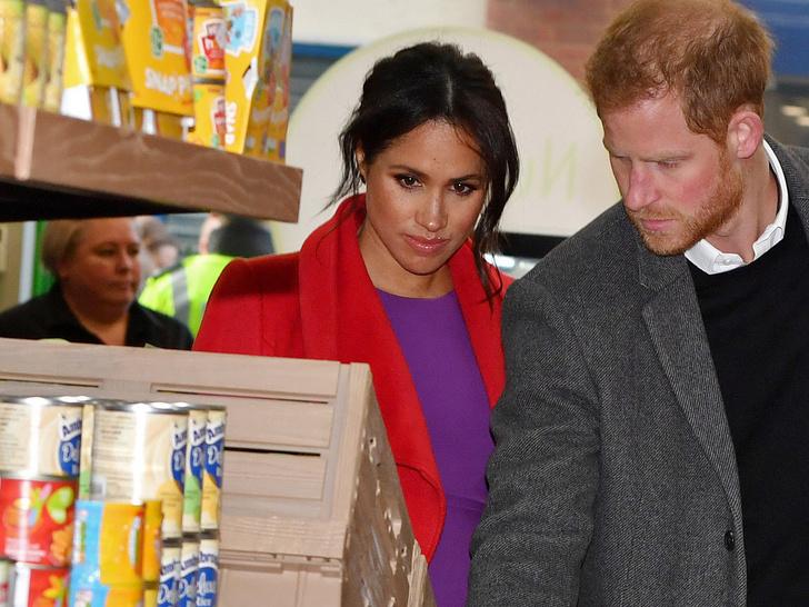 Фото №1 - Свидания в супермаркете: неизвестные (и очень странные) подробности романа Гарри и Меган