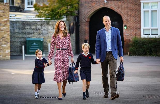 Кейт Миддлтон и принц Уильям со старшими детьми
