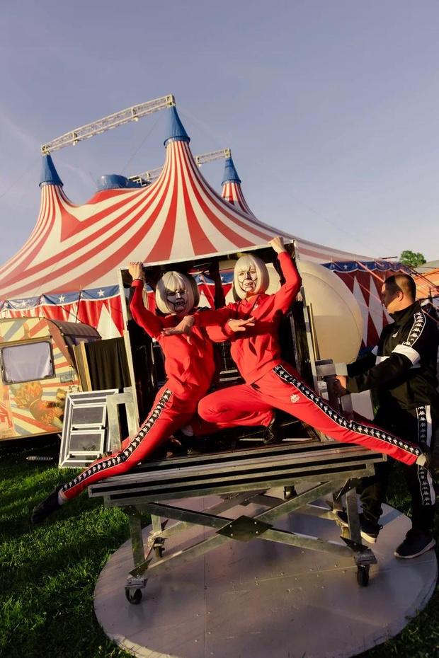 Фото №3 - Цирк, цирк, цирк! Как прошла самая громкая вечеринка ПМЭФ 2021