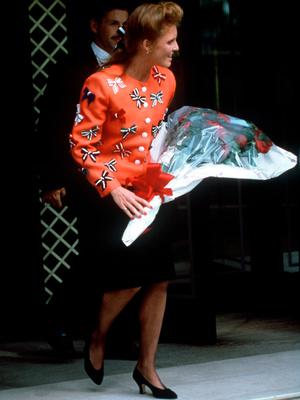 Фото №3 - Мини для герцогини: в Сети обсуждают смелый (и весьма неожиданный) образ Сары Фергюсон
