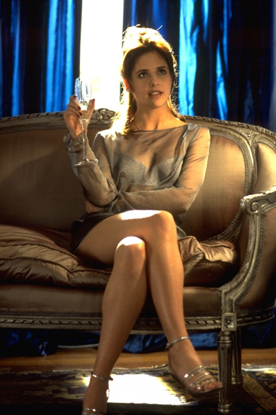Фото №3 - Роковые женщины в кино: 7 вещей, которым можно научиться