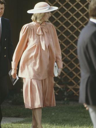 Фото №16 - От персикового до фуксии: как принцесса Диана носила розовый цвет (и почему он ей так шел)